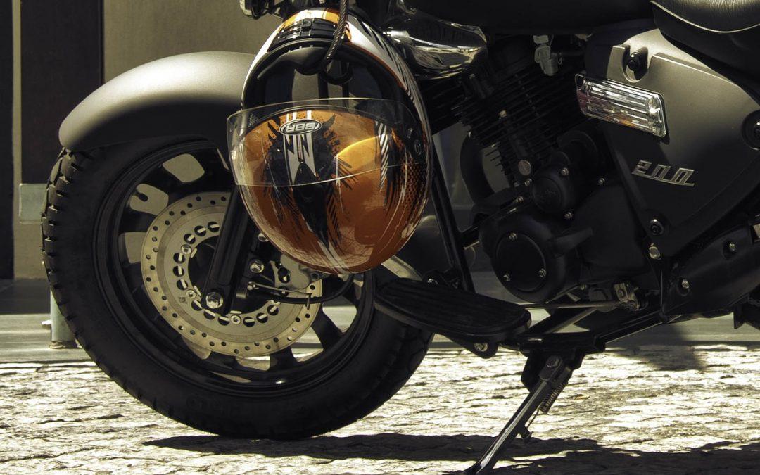 ¿Cómo escoger el neumático más adecuado para mi moto?