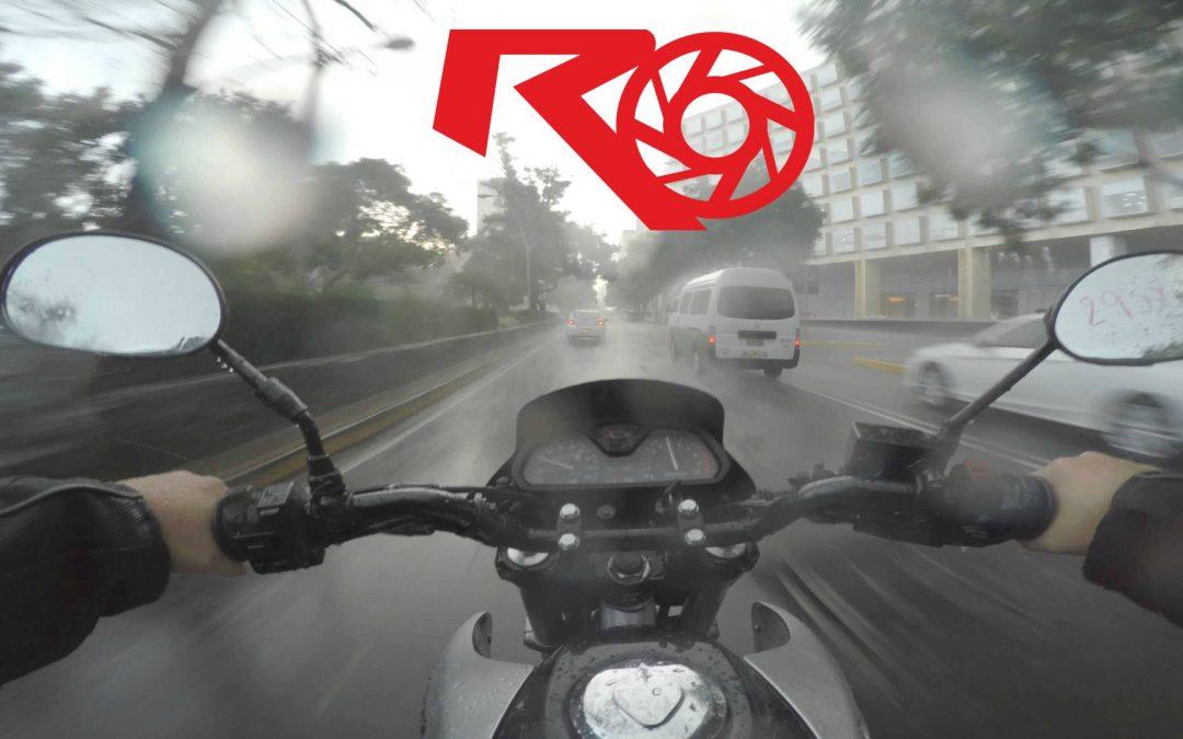 Consejos para manejar tu moto bajo la lluvia